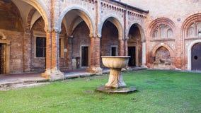 Cloître de Pilate dans la basilique de Santo Stefano Image stock