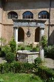 Cloître du 12ème siècle d'abbaye de St Scholastica, Subiaco Image stock