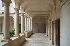 Cloître du monastère franciscain, Zadar Photographie stock