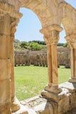 Cloître et tour d'église de St Juan à Soria, Espagne Photos stock