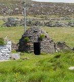 Clochaun или Clochan на ирландской ферме в Dingle стоковое фото rf