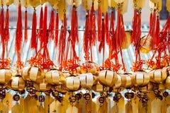 Cloche bouddhiste chez Wong Tai Sin Temple à Hong Kong photos libres de droits