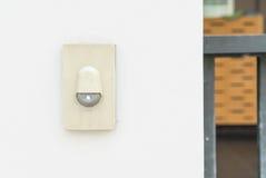 Doigt sonnant une cloche de porte image stock image du home invit 30949815 - Acheter une cloche de porte ...