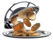 Cloche de restaurant avec les pièces de monnaie d'or et le couvercle ouvert Images stock