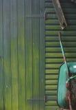 Cloche et brouette de jardin Image libre de droits