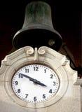 cloche et horloge Photographie stock