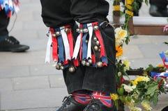 Cloches britanniques de genou de tradition de danseurs de Morris Images libres de droits