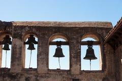 Cloches de San Juan Capistrano de mission Images libres de droits