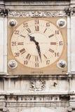 clock det gammala tornet Arkivfoto