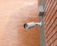clock round supervision Säkerhetskamera som monteras på det friabren Arkivbilder