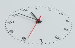 Clock vänder mot Vit bakgrund Arkivfoton