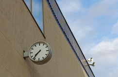 The clock on the wall of a building Royalty Free Stock Photography