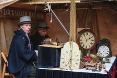Clockmakers przy pracą podczas festiwalu przy Dickens Festval ja fotografia stock