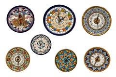 clocks den handgjorda målade plattaväggen Arkivfoton