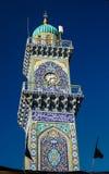 Clocktower av den guld- moskén för al-Kadhimiya aka i Baghdad Irak arkivfoto