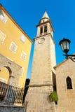 Clocktower dans la vieille ville de Budva Photos stock