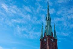 Clocktower de cathédrale dans la vieille ville de Stockholm photos libres de droits