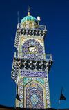 Clocktower de la mezquita de oro del al-Kadhimiya aka en Bagdad Iraq foto de archivo
