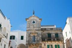 Clocktower di Cisternino La Puglia L'Italia Immagini Stock