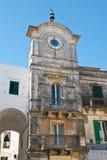 Clocktower di Cisternino La Puglia L'Italia Immagine Stock