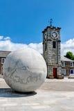 Clocktower et sphère de Creetown Images libres de droits