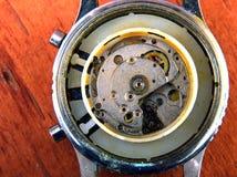clockwork blanc au moment de l'exécution d'isolement par concept de fond photographie stock