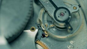 Clockwork mechanism with moving gears