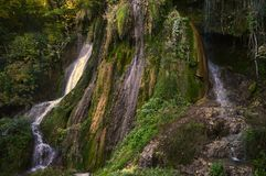 Clocotawaterval, mooie waterval van Roemeense bergen Stock Foto