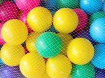 Clode up brudna plastikowa piłka w netto torbie Fotografia Royalty Free