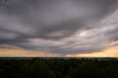 Clody himmel över Tyskland Arkivbilder