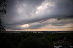 Clody himmel över Tyskland Royaltyfri Bild