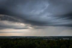 Clody himmel över Tyskland Arkivfoton