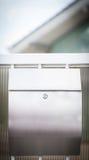 Cloes oben eines Briefkastens auf der Straße Lizenzfreie Stockbilder