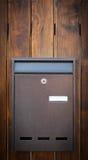 Cloes oben eines Briefkastens auf der Straße Stockfotos