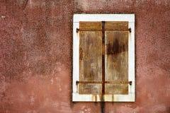 Cloesed Eisenfenster mit weißem Rand Stockbild