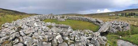 Cloghanmore is een megalitisch kamergraf Stock Afbeelding