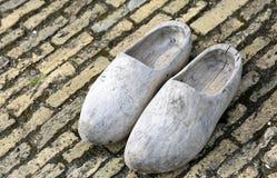 Clogs голландца сделанные в деревянном Стоковые Изображения