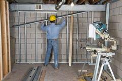 Cloison sèche de bricoleur d'entrepreneur de travailleur de la construction Photo stock