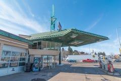 CLOQUET, МИНЕСОТА/США - 28-ОЕ МАРТА 2013: Фрэнк Ллойд Райт конструировал бензоколонку в Cloquet, Минесоте стоковое фото rf