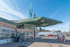 CLOQUET, MINNESOTA/USA - 28. MÄRZ 2013: Frank Lloyd Wright entwarf Tankstelle in Cloquet, Minnesota lizenzfreies stockfoto