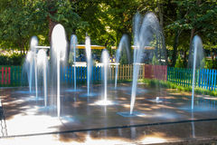 Clorful-Brunnen lizenzfreies stockfoto