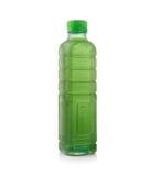 Clorofilla delle bottiglie di acqua isolata su fondo bianco immagine stock