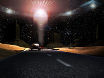 Close encounter. In the middle of the desert, a UFO stops over a car which the driver is observed by  the alien visitors Stock Photo