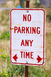 Close on No Parking Sign Royalty Free Stock Photos
