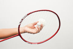 Close-Omhooggaande het badmintonracket en shuttles van het badminton Stock Afbeelding