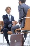 Close-up бизнесмена держа портфель Стоковое Фото