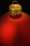 Close-up красной верхней части Ornamant рождества Стоковое фото RF