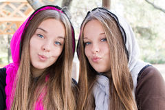Close-up милых близнецов   Стоковое фото RF