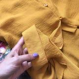 Close-up amarelo do vestido foto de stock royalty free