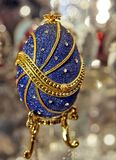 Close-up azul do ovo de Faberge imagem de stock